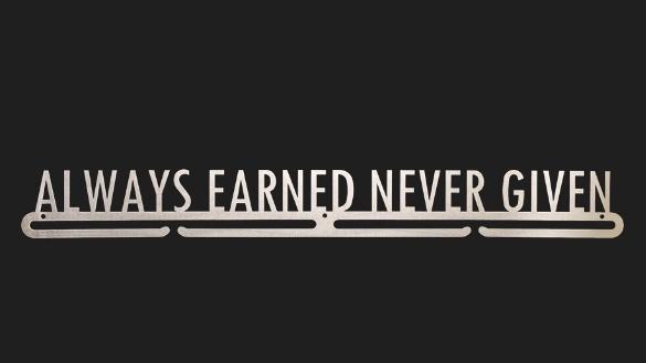 trendyhangers.nl-medaillehangers-always-earned-never-given.jpg