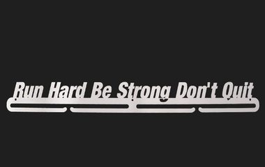trendyhangers.nl-medaillehangers-run-hard-be-strong-dont-quit-2.jpg