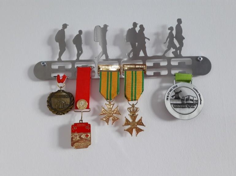 07-trendyhangers.nl-medaillehanger-wandelen.jpg