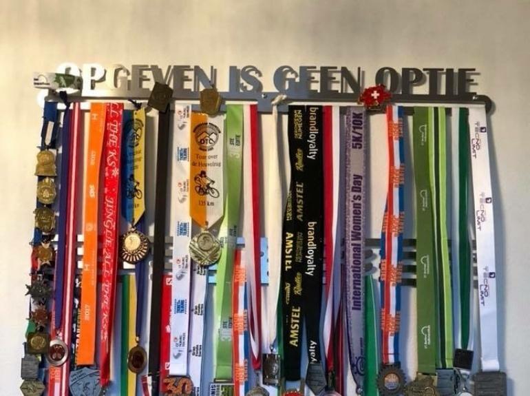 18-trendyhangers.nl-medaillehanger-opgeven-is-geen-optie-ab.jpg