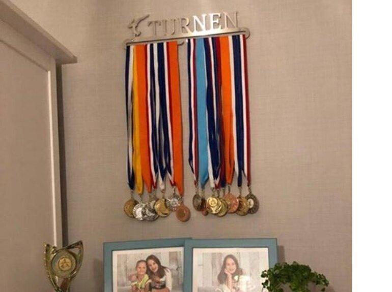 trendyhangers.nl-medaillehanger-turnen-girl-joy-fb-121218.jpg
