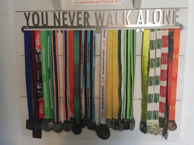 trendyhangers.nl-medaillehanger-you-never-walk-alone.jpg